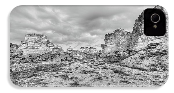 IPhone 4s Case featuring the photograph Kansas Badlands Black And White by JC Findley