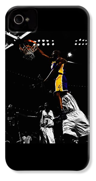 Kobe Bryant On Top Of Dwight Howard IPhone 4s Case by Brian Reaves