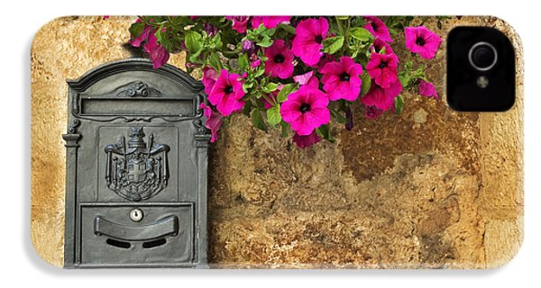 Mailbox With Petunias IPhone 4s Case