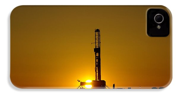 Oil Rig Near Killdeer In The Morn IPhone 4s Case by Jeff Swan