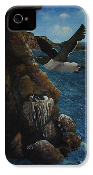 Razorbills IPhone 4s Case by Eric Petrie