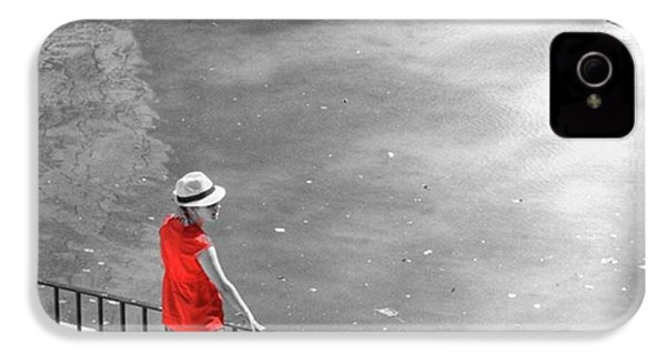 Red Shirt, Black Swanla Seu, Palma De IPhone 4s Case by John Edwards