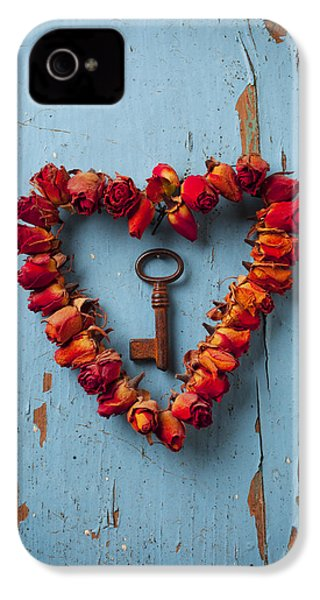 Small Rose Heart Wreath With Key IPhone 4s Case