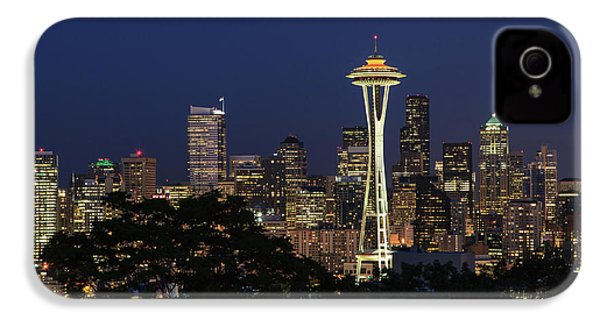 IPhone 4s Case featuring the photograph Space Needle by David Chandler
