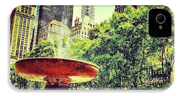 Summer In Bryant Park IPhone 4s Case