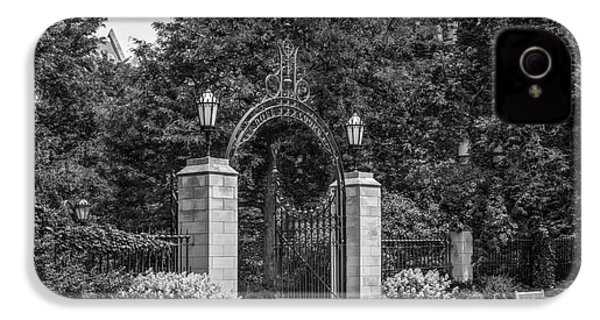 University Of Chicago Hull Court Gate IPhone 4s Case by University Icons