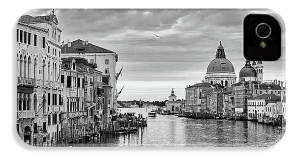 IPhone 4s Case featuring the photograph Venice Morning by Richard Goodrich