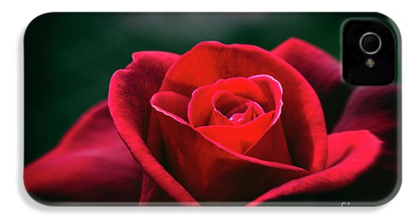 IPhone 4s Case featuring the photograph Whispers Of Passion by Linda Lees