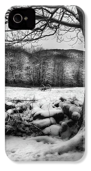 IPhone 4s Case featuring the photograph Winter Dreary by Bill Wakeley