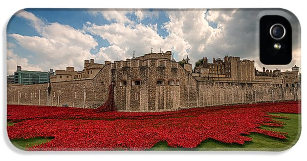 Tower Of London Remembers.  IPhone 5 Case by Ian Hufton