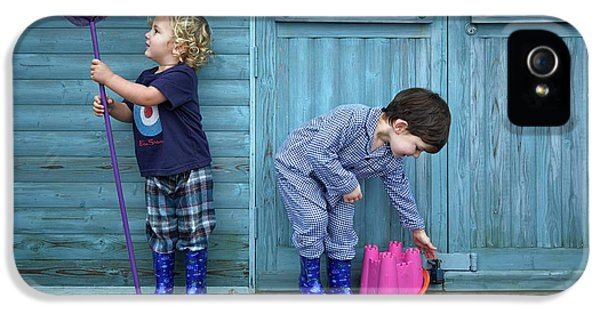 Boys Playing With Fishing Net And Bucket IPhone 5 Case