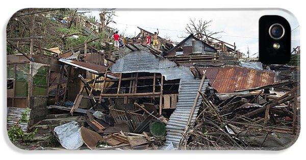 Destruction After Super Typhoon Haiyan IPhone 5 Case