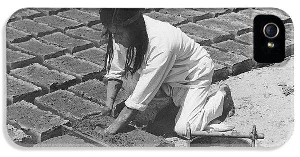 Indians Making Adobe Bricks IPhone 5 Case