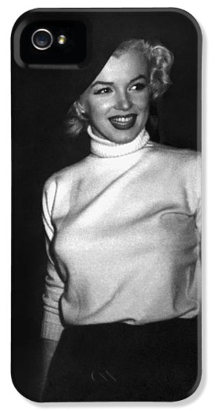 Marilyn Monroe iPhone 5 Case - Marilyn Monroe In Korea by Underwood Archives