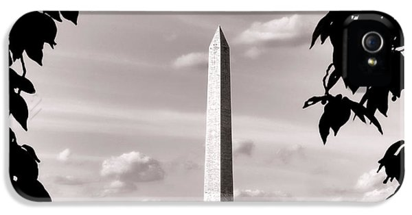 Washington D.c iPhone 5 Case - Majestic Washington Monument by Olivier Le Queinec