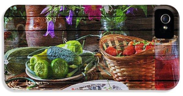 Grapefruit iPhone 5 Case - Fruit by Joe Hamilton
