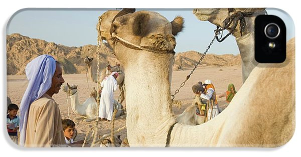 Bedouins And Their Camels IPhone 5 Case by Ashley Cooper