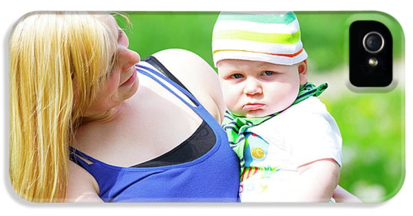 Mother And Baby Boy IPhone 5 Case by Wladimir Bulgar