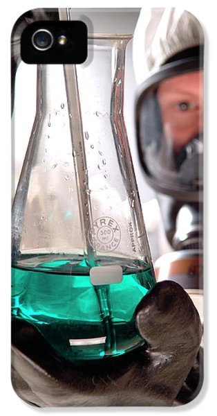 Toxicity iPhone 5 Case - Handling Toxic Material by Cc Studio/science Photo Library