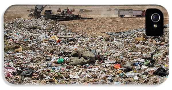 Landfill Waste Disposal Site IPhone 5 Case by Peter Menzel