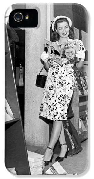 A Woman At A Magazine Stand IPhone 5 Case by Underwood Archives
