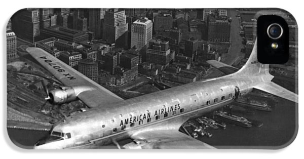 American Dc-6 Flying Over Nyc IPhone 5 Case by Underwood Archives