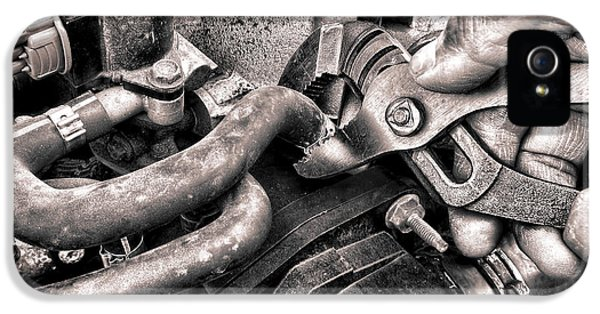 Auto Repair IPhone 5 Case by Olivier Le Queinec