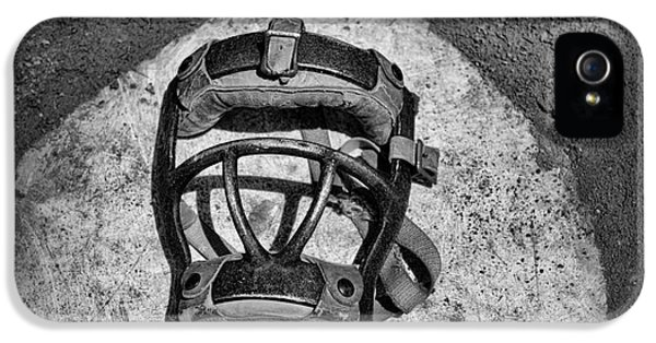 Baseball iPhone 5 Case - Baseball Catchers Mask Vintage In Black And White by Paul Ward