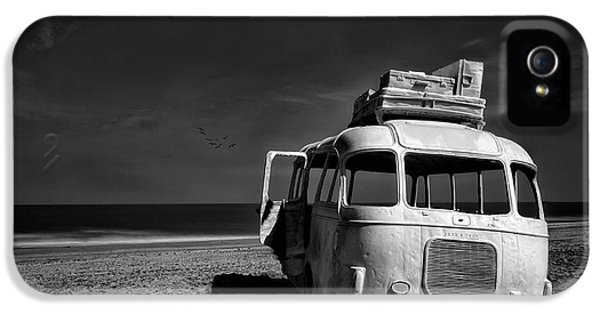 Beached Bus IPhone 5 Case