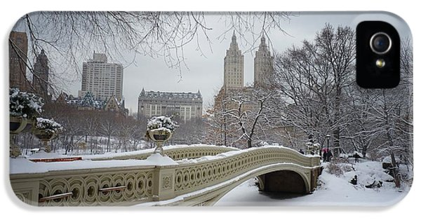 Bow Bridge Central Park In Winter  IPhone 5 Case by Vivienne Gucwa