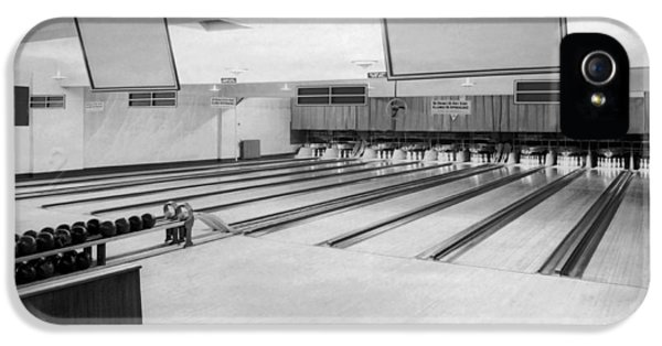 Bowling Alley Interior IPhone 5 Case by Underwood Archives