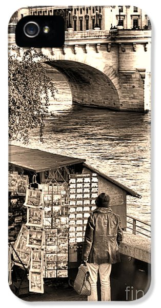 Browsing The Outdoor Bookseller  IPhone 5 Case by Olivier Le Queinec