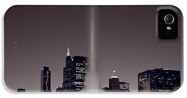 Buckingham Fountain Nightlight Chicago Bw IPhone 5 Case by Steve Gadomski