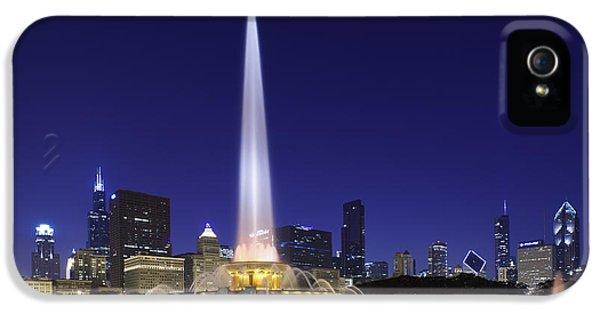Buckingham Fountain IPhone 5 Case by Sebastian Musial