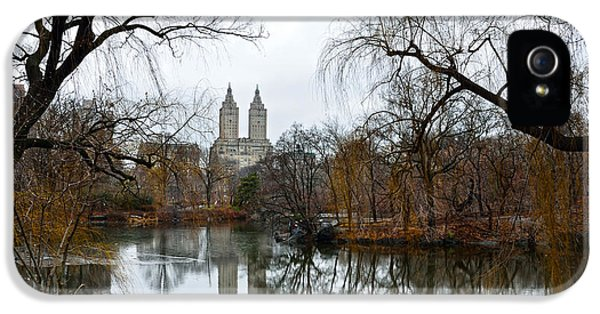 Central Park And San Remo Building In The Background IPhone 5 / 5s Case by RicardMN Photography