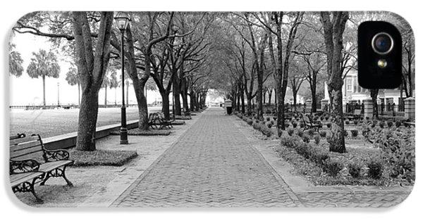 Charleston Waterfront Park Walkway - Black And White IPhone 5 Case
