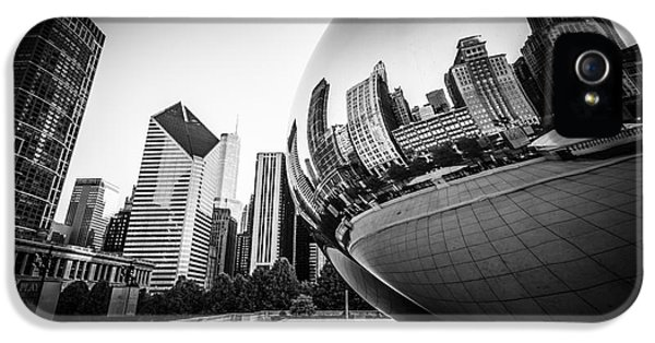 Chicago Bean Cloud Gate In Black And White IPhone 5 Case by Paul Velgos