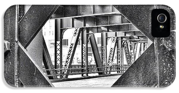 Architecture iPhone 5 Case - Chicago Bridge Iron In Black And White by Paul Velgos