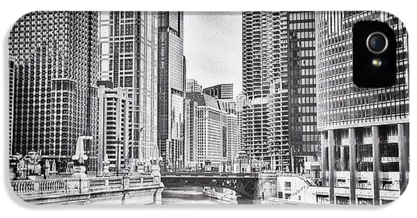 #chicago #cityscape #chicagoriver IPhone 5 Case
