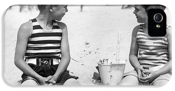 Children At The Beach IPhone 5 Case by Underwood Archives