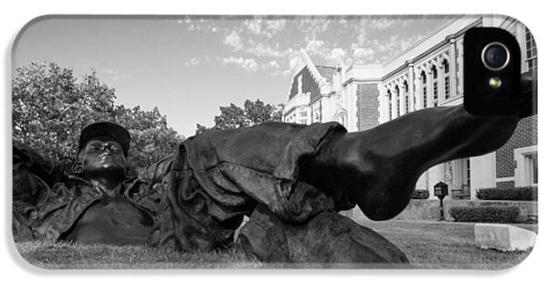 Chillin On The North Oval IPhone 5 Case by Nathan Hillis