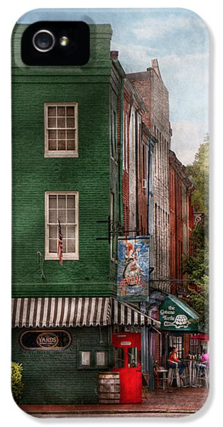 City - Baltimore - Fells Point Md - Bertha's And The Greene Turtle  IPhone 5 Case by Mike Savad