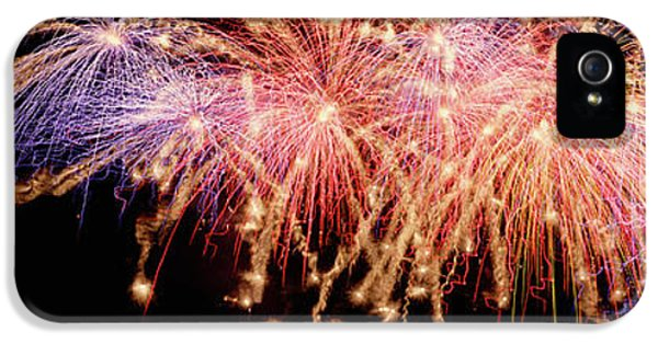 Cluster Of Fireworks Exploding IPhone 5 Case