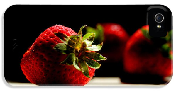 Countertop Strawberries IPhone 5 Case by Michael Eingle