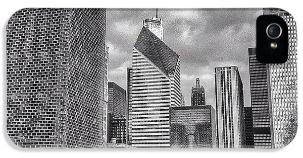 Architecture iPhone 5 Case - Chicago Crown Fountain Black And White Photo by Paul Velgos