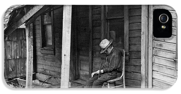 Elderly Man Doses On His Porch IPhone 5 Case by Underwood Archives