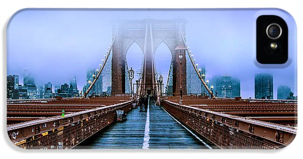 Featured Images iPhone 5 Case - Fog Over The Brooklyn by Az Jackson