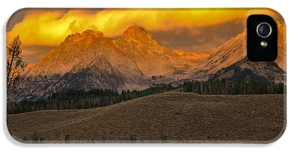 Osprey iPhone 5 Case - Glowing Sawtooth Mountains by Robert Bales