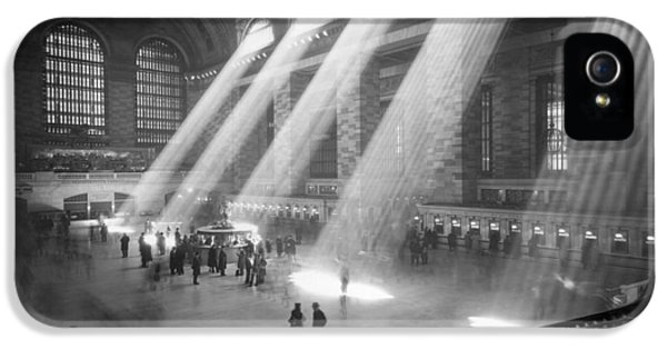 Grand Central Station Sunbeams IPhone 5 Case by Underwood Archives