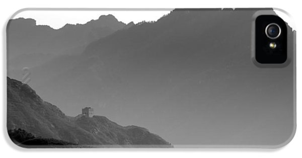Great Wall Of China - Black And White IPhone 5 Case by Brendan Reals